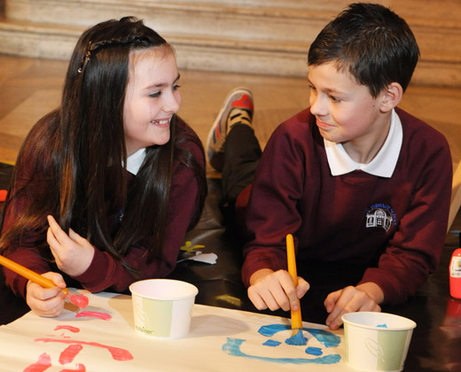 The Assembly today (Wed 11/01/12) launched an exciting new art competition aimed at Key Stage 2 pupils in primary schools across Northern Ireland. Talking art tactics are Jenni Murray and Carter Spence from Currie Primary School in Belfast who helped launch the competition.